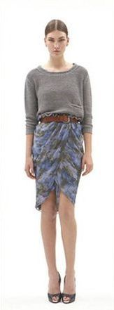 Серая юбка, коричневое боди, коричневый ремень, черные туфли