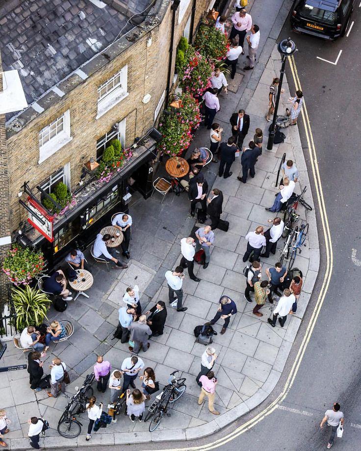 Pub in Victoria, London