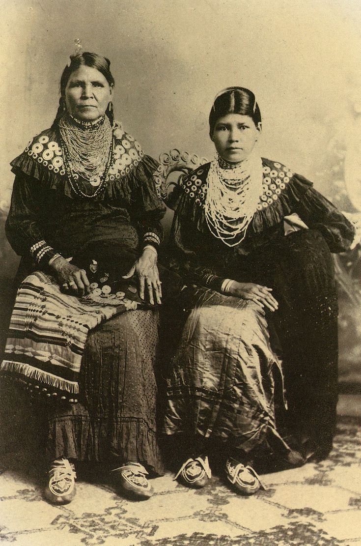 Jennie Bobb & daughter, Delaware Indians c. 1915