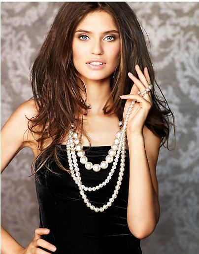with more black: Balti Pearls, Jewelry Pearls, Girls, Fashion, Pearl Necklaces, Beautiful, Pearls Jewelry, Bianca Balti, Black
