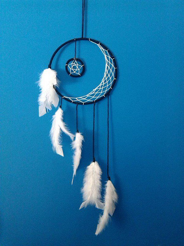 This one is rather unique. Unlike in usual where the loops are created in circle, this one is in crescent with a little circle hanging in the center. The feathers are also dangled in alongside each other in varying levels.
