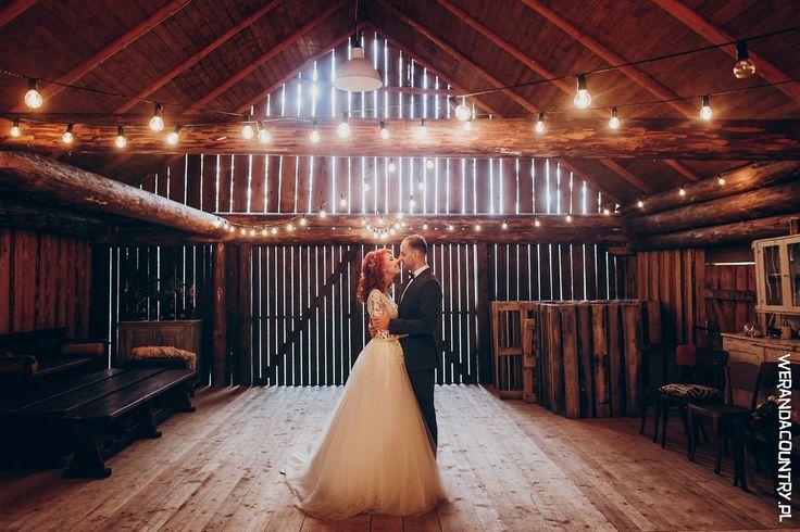 Przy wyborze nietypowej sali trzeba postawić na sprawdzoną firmę cateringową, która obsłuży gości. #wesele #rustykalne #ślub #styl #wiejski #sluby #pannamloda #panmłody #karoca #wóz #trendy2018  #zabawa #dekoracje #ślubne #pomysły #inspiracje  #wedding #bride #bridal #stylish #rustic #village #country #rural #cart #trends2018 #ideas #inspiration #hair #flower #decoration #Свадьба #свадьба #принятие #оформление