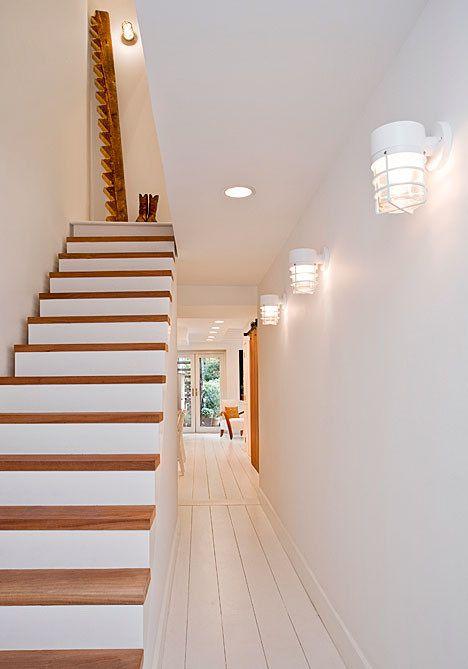 escaleras con madera únicamente en la pisada.
