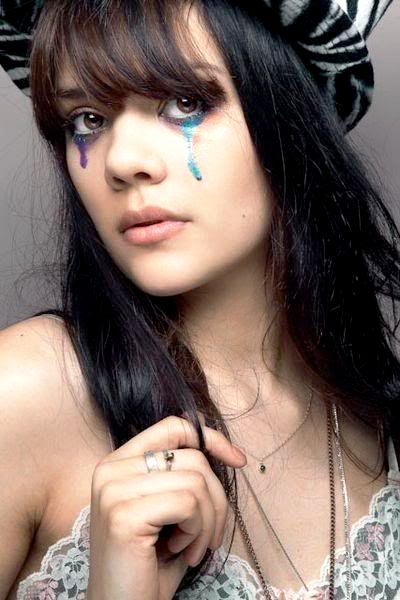 Bat for Lashes- paint on the eyes