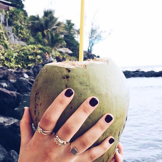 Coconut Time 💛 On envie un rien le petit dej de Pao ce matin! Bagues #Aloha, #Yuta & #Joy! Belle journée!  S h o p - www.zorabyl.com  #jewelsupyourlife #zorabylrings #zorabyljewels #zorabylonholidays #reunionisland #zorabylteam