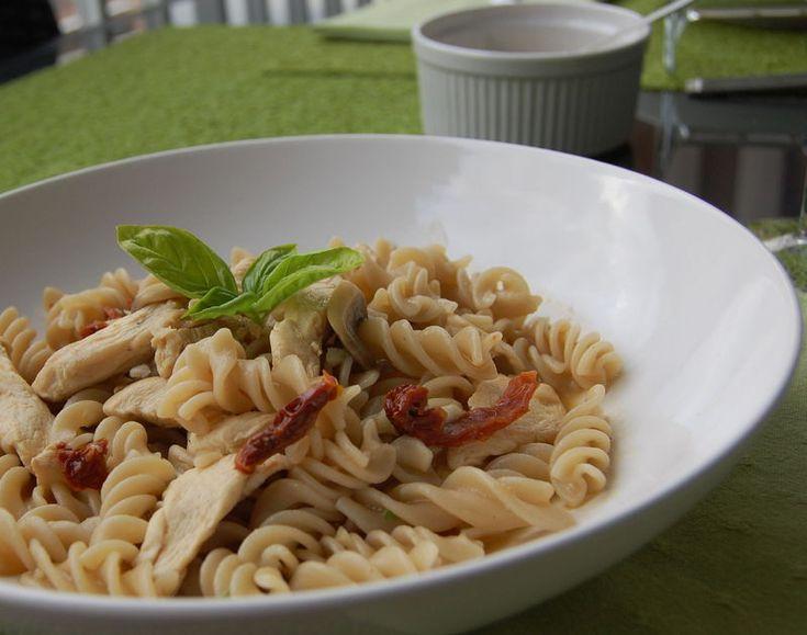 Pâtes au poulet, champignons et tomates séchées, sans gluten et sans lactose