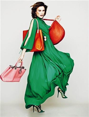 Vestido de Teresa Helbig, sandalia de Jimmy Choo, bolso naranja con asa marrón de Givenchy, bolso rojo anaranjado de Marella, bolso rosa de Dior y pendientes de amatista de Isidoro Hernández.  www.teresahelbig.com http://www.mujerhoy.com/Moda/Informate/look-vestido-Teresa-Helbig-672560032012.html