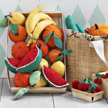 Mmmh,  ces gros fruits en tissus seront parfaits pour jouer à la marchande avec votre petite tête blonde !