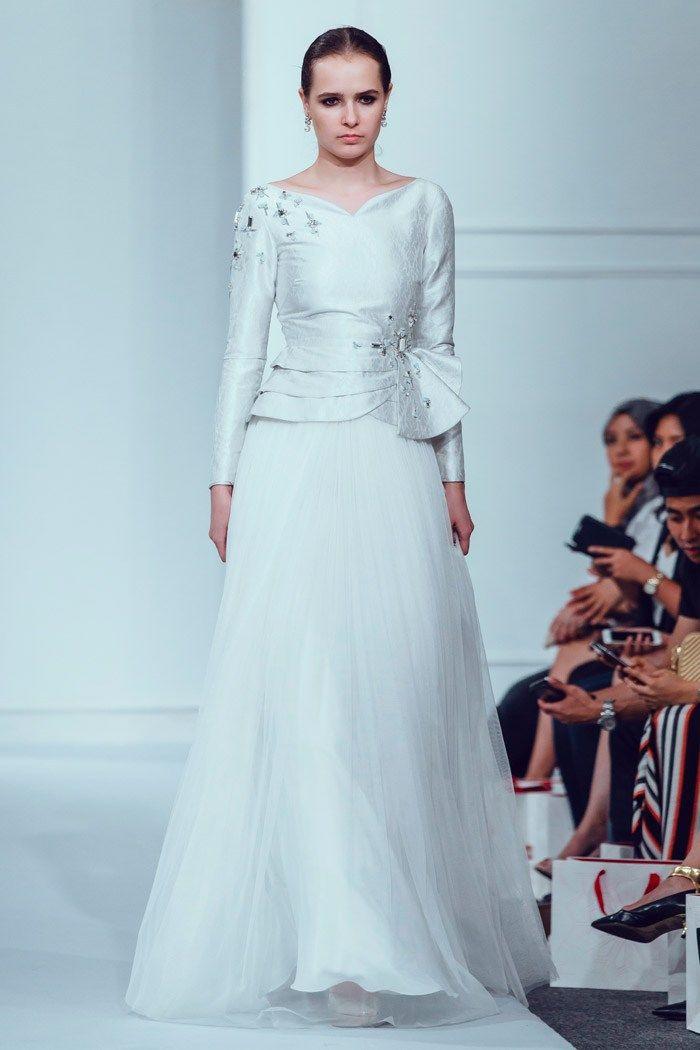 Photo by Funkydali/WAF. Innai Red 2015 Bridal Collection. www.theweddingnotebook.com