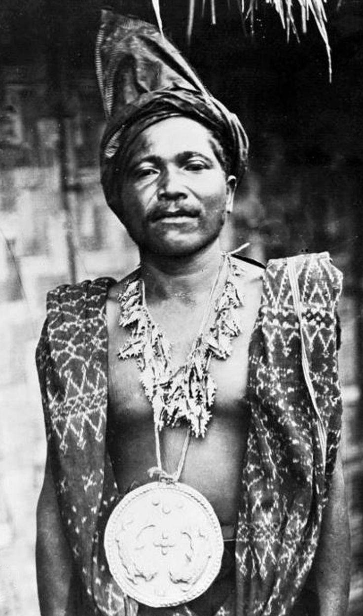 Indonesia ~ Flores | 'The head of Potoega wearing gold jewellery and ikat cloth' ca. 1900 - 1940 | ©J. Bauma