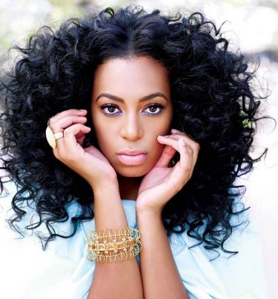When it comes to keeping it natural and sexy Solange knows just how to accomplish just that! Women with curls around the world always spend a fortune on trying to get their hair straight when leaving it curled and untames looks just as nice if not nicer! Ladies let those curls go free and wildly.