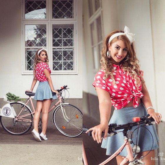 Iulia Andrei - Retro SkirtBike
