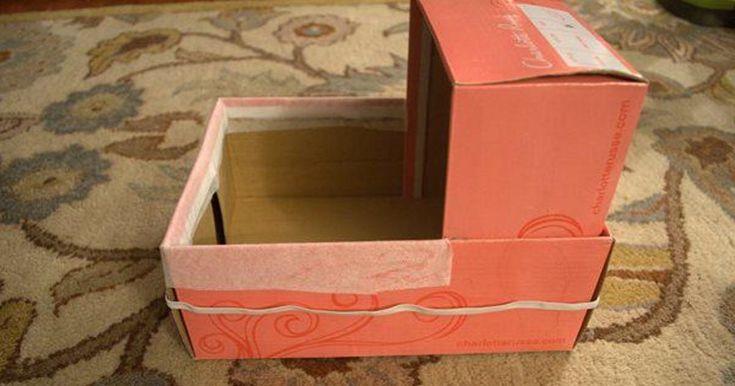 elle r cup re 2 boites de chaussures pour faire un cadeau. Black Bedroom Furniture Sets. Home Design Ideas