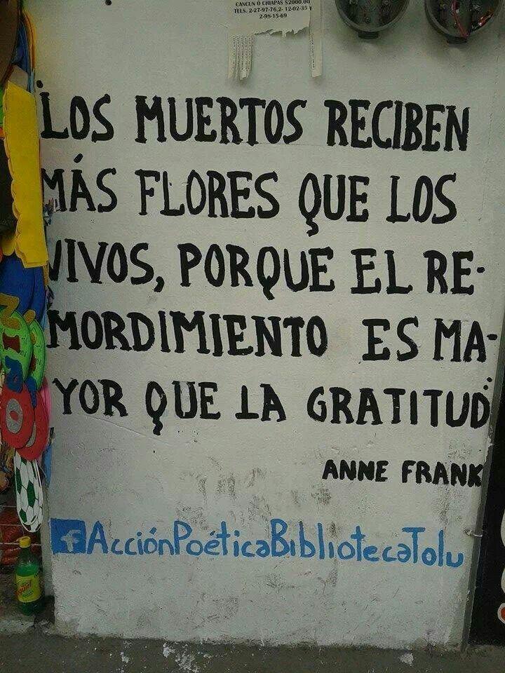 Los muertos reciben más flores que los vivos, porque el remordimiento es mayor que la gratitud.