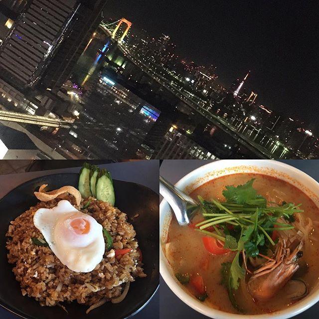 Instagram【mika828kamakura】さんの写真をピンしています。 《おせち料理やお雑煮も楽しんだところで、六本木ヒルズでタイ料理💓 ロンドン🇬🇧シャード68Fから見たロンドンの夜景も素敵だったし、パリ🇫🇷のエッフェル塔も大感激だったけど、 東京やヨコハマの夜景🌉もいつ見ても素敵✨💎✨💎 東京タワー🗼が2017年ニューイヤーバージョンのライトアップされてたり、レインボーカラー🌈のレインボーブリッジ🌉素敵でした😍  #六本木ヒルズ #タイ料理 #お台場 #観覧車 #夜景 #東京タワー #レインボーブリッジ》