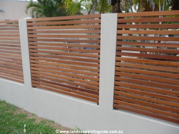 Rendered wall with horizontal trellis                                                                                                                                                     Mehr