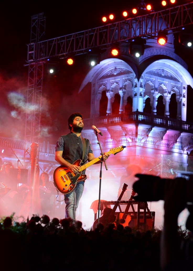 Rajasthan Diwas - Bollywood sensation Arijit Singh with his majestic voice stunned the public humming and singing his melodious hit songs.