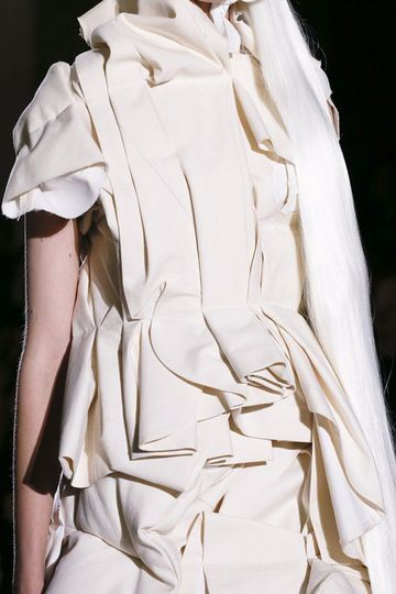 Layered Folds fashion details; fabric manipulation; textures // Comme des Garçons