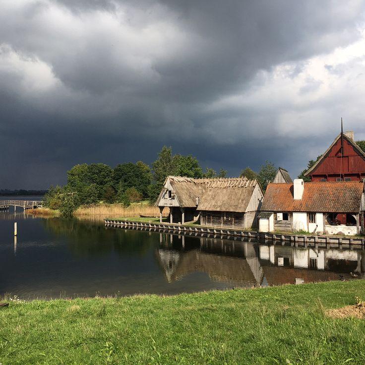 "Middelaldercentret, Denmark (@middelaldercentret_nykobing_f) på Instagram: ""Smuk eftermiddag i middelalderen selvom skyerne truer. En ny omgang kyllinger er det også blevet…"""