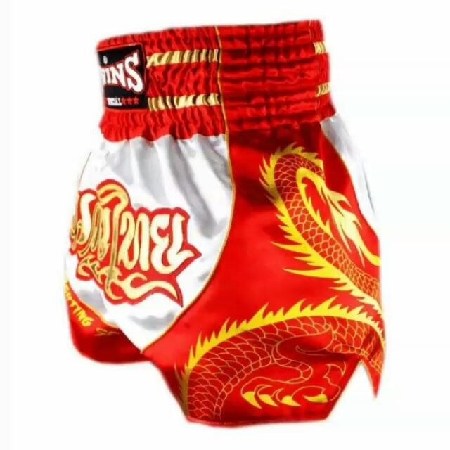Muay Thai gear In-stock Size: S - 3L #Twinsspecial #Nakmuaythai #nakmuayying #Twinsshorts #muaythaiMexico #nakmuayying #nakmuaythai #muaythaimexico #muaythaiUSA #muaythaiHongkong #MuaythaiBrazil #muaythaiFrance #muaythaiUK Made of 100% polyester satin. Available sizes: S - XXL (3L) Perfect for adults and kids. Check it out at : http://www.muaythai-fighting.com/twins-special-muay-thai-shorts-dragon-white-orange-tbs-dragon-5.html https://instagram.com/p/BNWKlo8DL5o/