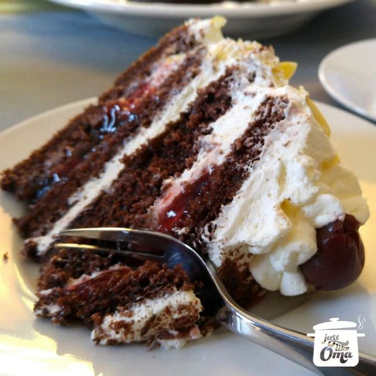 Easiest German Black Forest Cherry Cake ever ~ http://www.quick-german-recipes.com/german-black-forest-cake-recipe.html