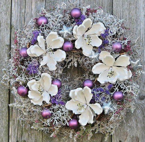 vánoce+lila+Věneček+je+přírodní+doplněný+sušinou+a+ozdobamiPrůměr+cca30cm.+Věneček+zasílám+jako+křehké+zboží,+aby+se+mu+mic+nestalo,+než+dorazí+až+k+Vám.