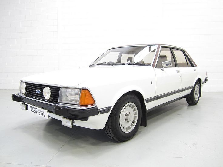 Mk2 Ford Granada 2.8 Ghia. No curved lines!! That was the Ford design policy in the late 70´s.