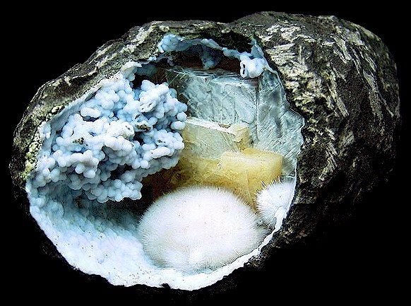 Dreamscape (basalt geode with blue chalcedony, calcite and mordenite bobbles, India)