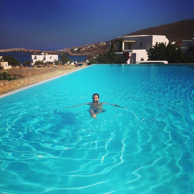 When it's hot outside, that you have to do is just a big splash at #AnemiHotel's #pool! #Folegandros Photo credits: @mjpaza