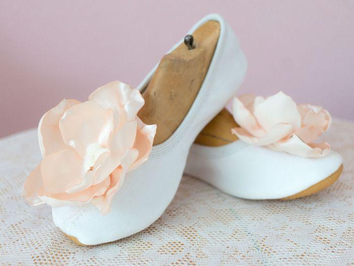 Pour compléter notre magnifique costume de fleur, retrouvez ce tutoriel pour créer des appliques florales pour ballerines !