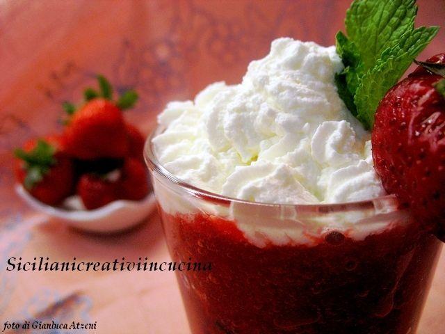 Granita di fragole e panna (Crushed strawberries and cream)