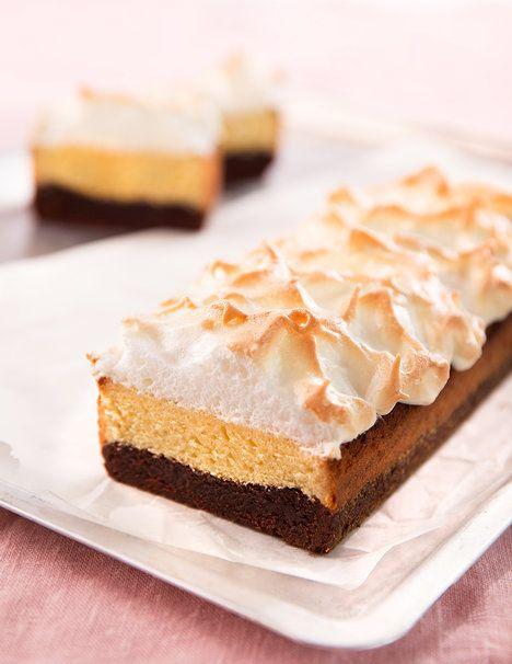 Kombinace hutné čokoládové brownie, jemného máslového těsta a lehoučkého sněhu je dokonalá!; Mona Martinů