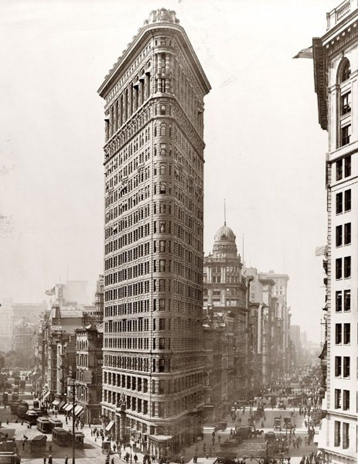New York Landmark From 1902s, Classic Architecture Of The Flatiron   Old Environment