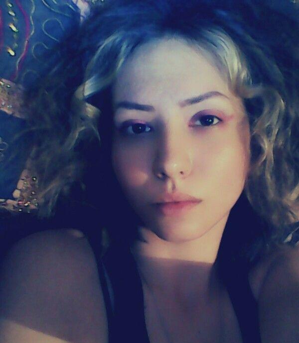 #pinkeyeliner #curls