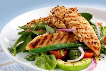 Warme kipsalade met sperziebonen: http://www.gezondheidsnet.nl/wat-eten-we-vandaag/recepten/11826/warme-kipsalade-met-sperziebonen #recept