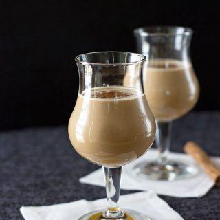 La clásica vaina, cocktail chileno muy popular y antiguo, es una receta sencilla con variados y atractivos ingredientes que logran un sabor delicioso.