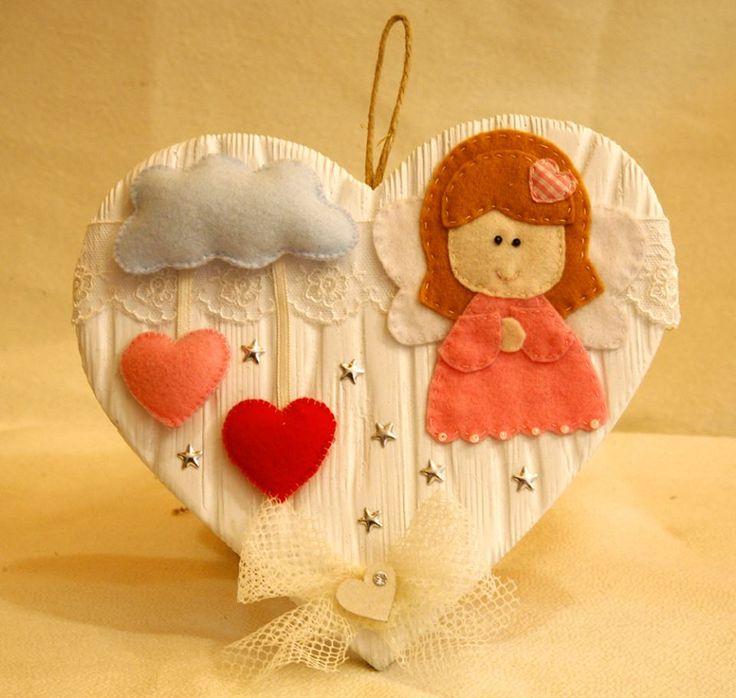 Cuore in legno con angioletto in feltro