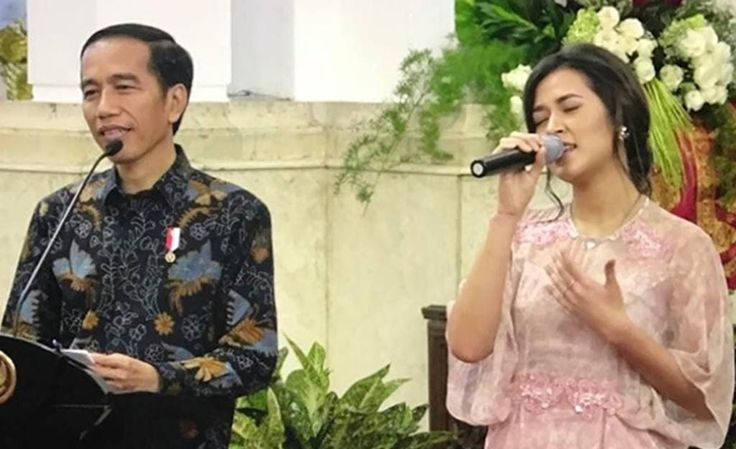 Wow, Raisa Dapat Hadiah dari Jokowi, Kira-kira Apa ya? https://malangtoday.net/wp-content/uploads/2017/03/jokowi-raisa.jpg MALANGTODAY.NET– Munas VII PAPPRI dan memperingati Hari Musik Nasional Tahun 2017 resmi dibuka Presiden Joko Widodo (Jokowi) di Istana Negara, Kompleks Istana Kepresidenan, Jl Veteran, Jakarta Pusat, Kamis (9/3/2017). Acara yang diikuti sekitar 200 orang seniman Tanah Air lintas generasi... https://malangtoday.net/inspirasi/hiburan/wow-raisa-dap