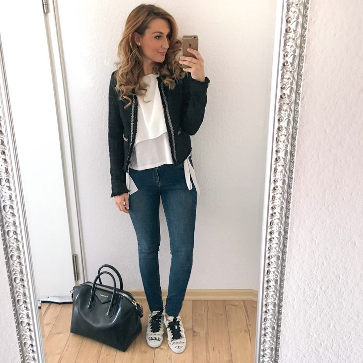 Casual chic business Look with a black blazer, zara sneakers, white blouse and my black Antigona Givenchy