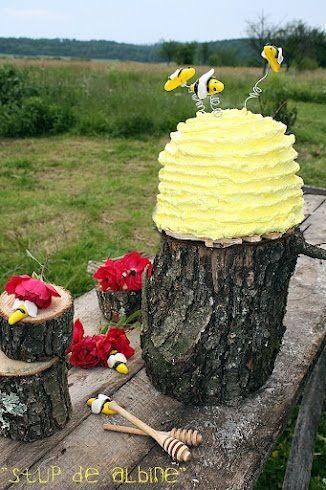 Am facut un tort...un  stup de albine! Yuuu-huuuu!!!   Poate va intrebati ce-i cu denumirea asta...Io va spun prima data despre gust ca-i...