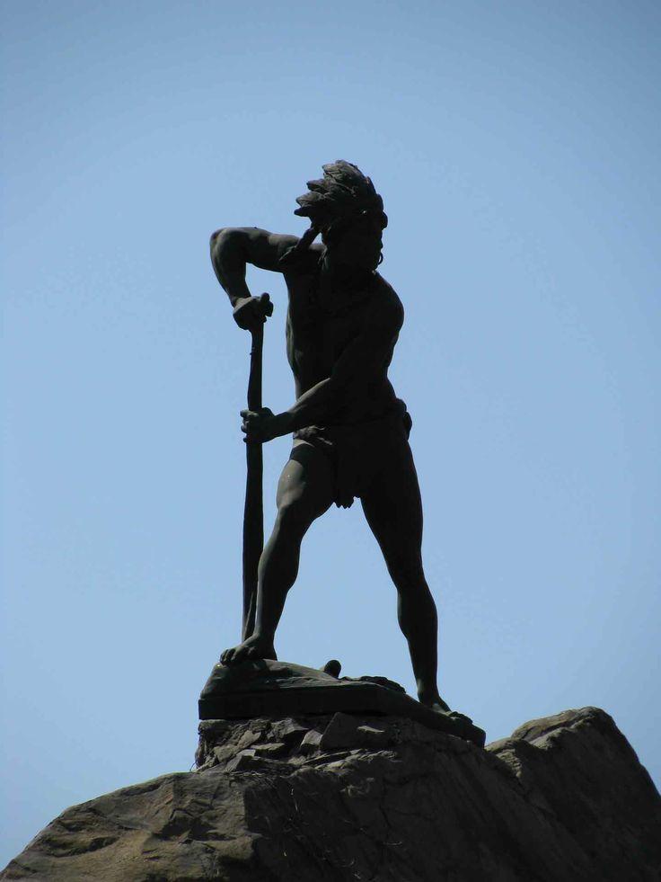 Estátua de Lautaro en el cerro Santa Lucía. // A statue of Lautaro, on the Santa Lucía hilltop. (RM)