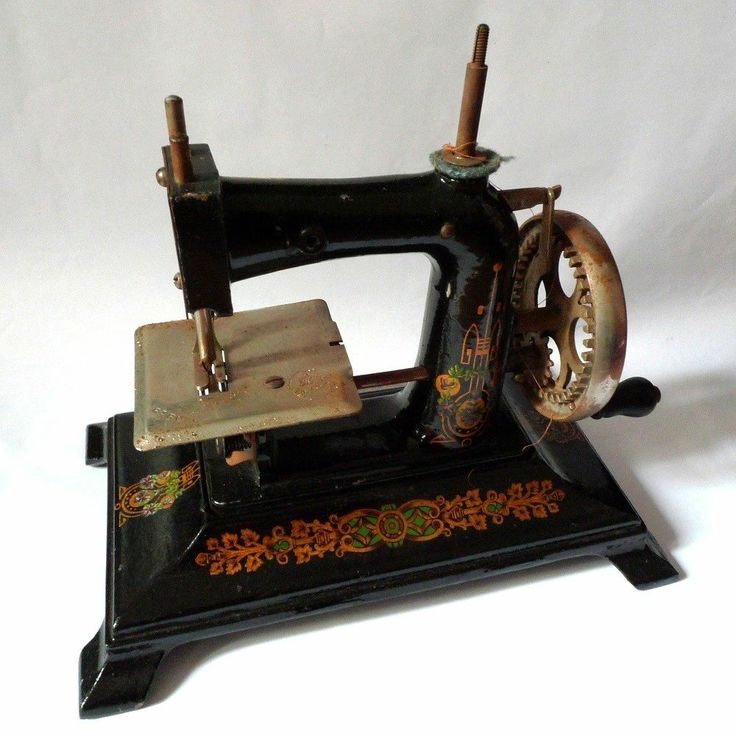 76 best machine coudre images on pinterest vintage sewing machines antique sewing machines. Black Bedroom Furniture Sets. Home Design Ideas