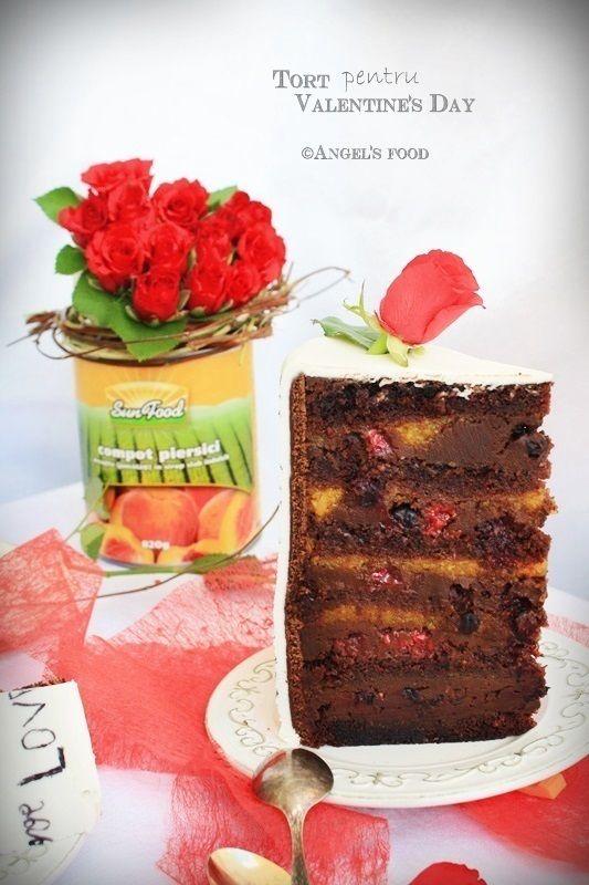 Tort pentru Valentine's Day cu jeleu de piersici si crema de ciocolata