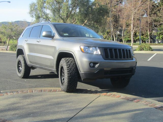 17 best images about jeep wk2 on pinterest models 2014 jeep grand cherokee and portal. Black Bedroom Furniture Sets. Home Design Ideas