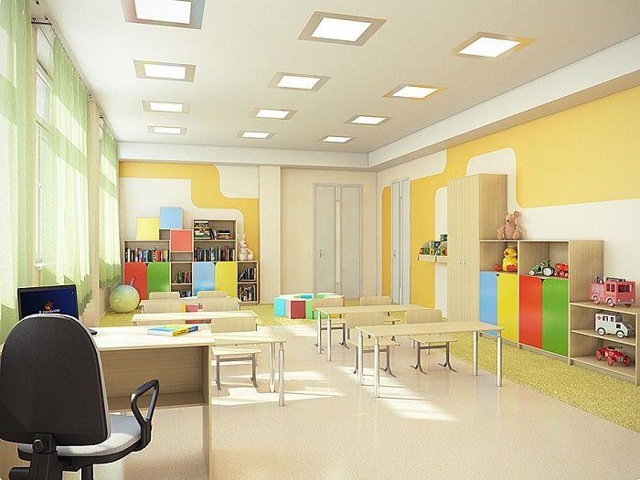 Шкафчики и стеллажи, школьные парты и стульчики в одном классе