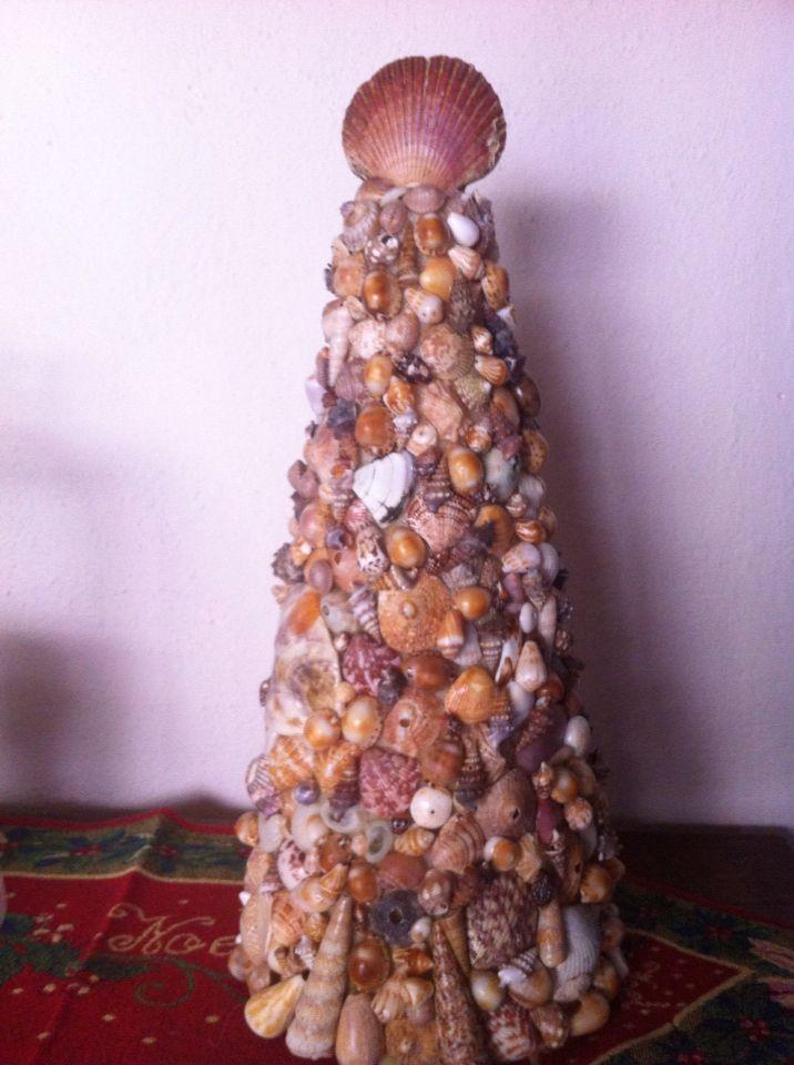 Arbol com conchas de mar