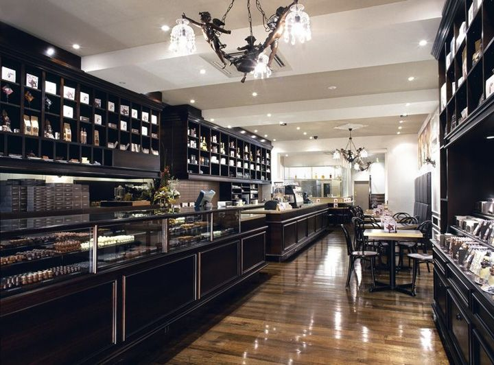 Роскошный интерьер магазина Koko Black chocolatier