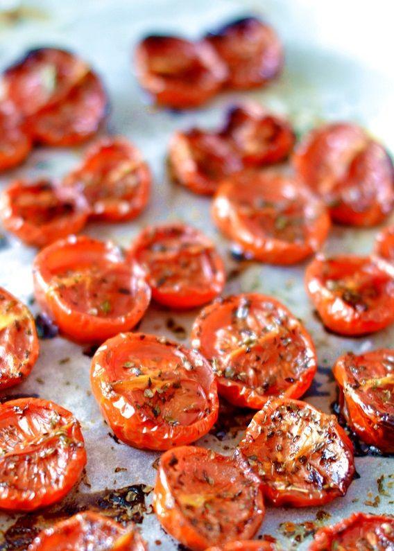 pomodori confit | Cuociamo i pomodorini confit a 120 gradi per circa un'ora e mezza Sforniamoli e serviamoli caldi o a temperatura ambiente.