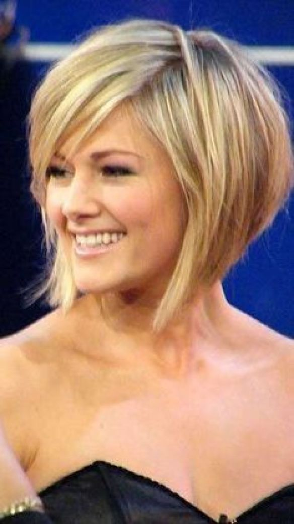 Curly Parted Inverted Bob Haircut, bob haircuts for fine hair,inverted bob with…