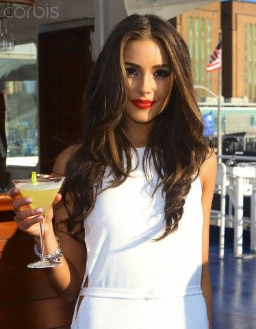 olivia culpo love the brunette highlights and the subtly curled end